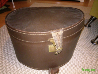 Vintage leather hat / cosmetics case £10