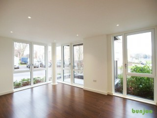 A stunning 2 bed 2 bath ground floor flat located in a new modern development in Manor House