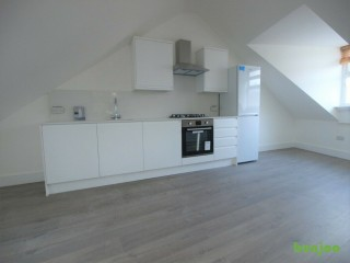 A stunning 3 bed flat located in between Finsbury Park & Archway next to local Amenties