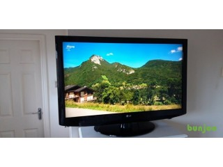 42 INCH LG HD READY TV BUILT-IN FREEVIEW REMOTE CONTROL & INTEGRATED SWIVEL STAND. GOOD CONDITION