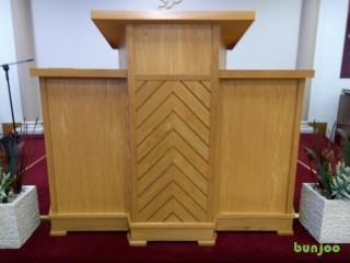 BEAUTIFUL OAK PULPIT, GREAT QUALITY AND CONDITION