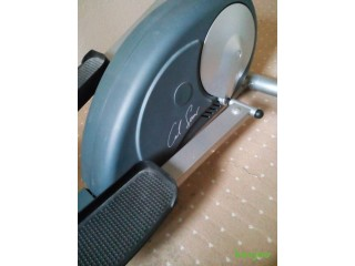 Carl Lewis ELP30X Magnetic Elliptical with Body Fat measure - very good condition