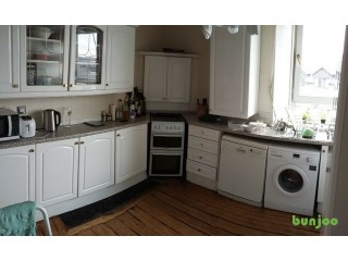 Kitchen cabinets in excellent condition for sale. A different type of kitchen is being installed.