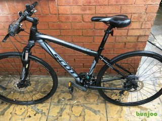 Fluid Scott sportster adults hybrid bike 28 in excellent conditions.
