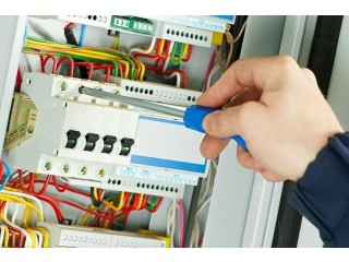 ELECTRICIAN 07747178880 SERVICE 24/7 CALL OUT