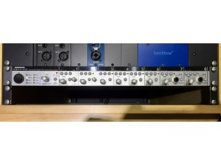 MACKIE ONYX 800R MIC LINE PREAMP AND A - D CONVERTER IN GREAT CONDITION.