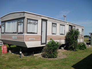 Static caravan 35' x 12', Bexhill, small private site, SHARE OF FREEHOLD, VERY LOW SITE FEES
