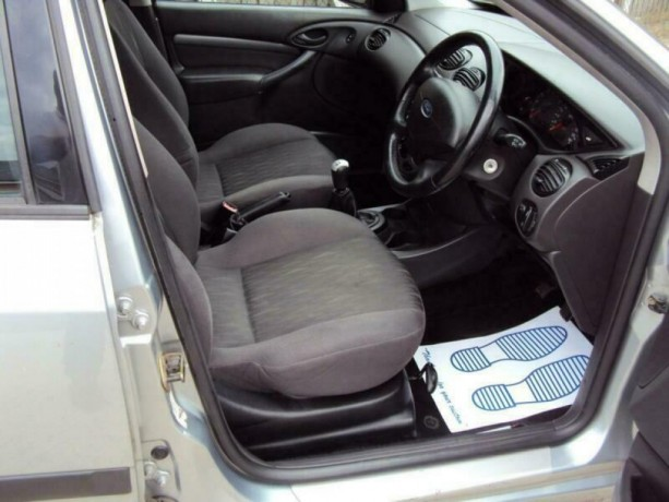 ford-focus-18i-16v-2004my-zetec-romford-london-big-3