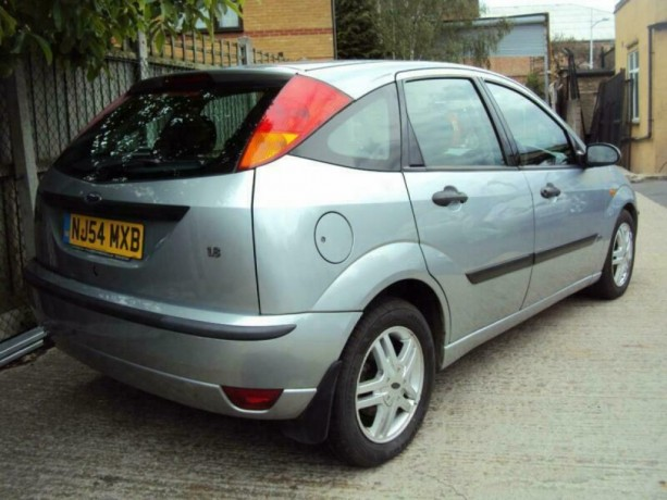 ford-focus-18i-16v-2004my-zetec-romford-london-big-0
