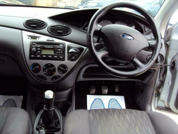 ford-focus-18i-16v-2004my-zetec-romford-london-big-1