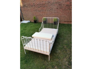 Child bed Frame with mattress, extendable