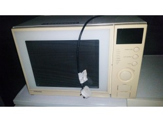 Large Toshiba 500w White Microwave
