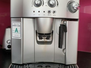 DeLonghi Magnifica Beans to Cup Coffee Machine