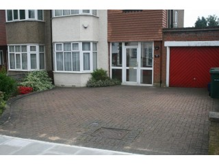 HIGH BARNET - SAFE PARKING ON PRIVATE DRIVE £5 PER DAY 5MINS WALK FROM STATION
