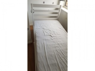 Single bed with mattress, great condition £40