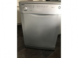 "Really nice ""Beko"" full size Dishwasher in Silver"