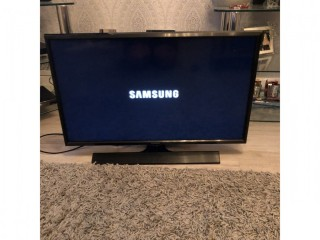 Samsung LED 28 inch TV / Monitor - in immaculate condition and full working order, in original box.