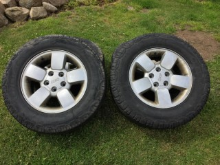 Genuine Jeep Grand Cherokee 17 inch alloy wheels with all terrain Grabber AT tyres 245/70 R17 110S