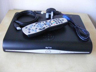 SKY PLUS + Wireless HD BOX DRX890WL-C
