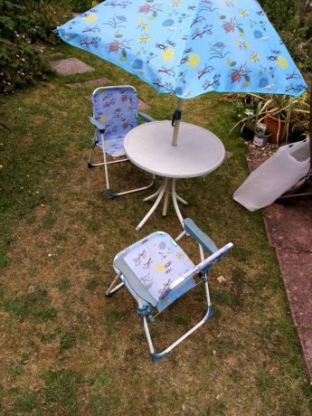 childrens-garden-chairs-table-and-umbrella-big-0