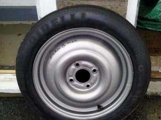 Ford B-Max wheel and tyre
