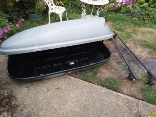 Halfords Car roof box with roof bars