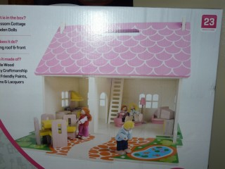 Ideal for kids who are stuck indoors! Bigjigs wooden Dolls' House for age 3 +