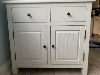 Sweet white cupboard/drawer unit