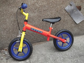 CHILDS BALANCE BICYCLE
