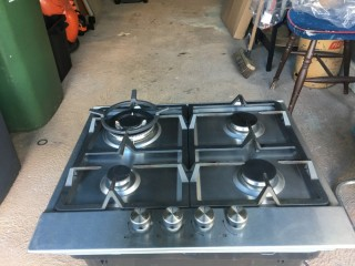 Gas hob with electric ignition + wok cradle