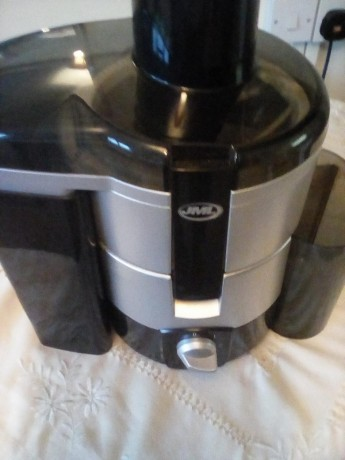 le-man-fruit-and-veg-juicer-big-0