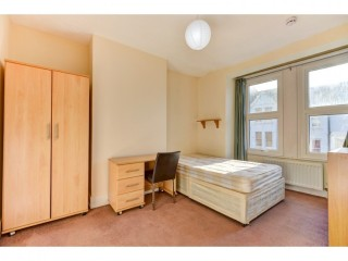 Room to rent in shared house in brighton