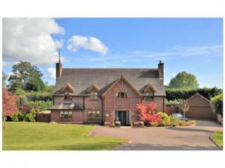 EXCLUSIVE STAFFORDSHIRE DETACHED 4 BEDROOM FAMILY PROPERTY WITHIN A UK SEMI-RURAL OIRO £650000