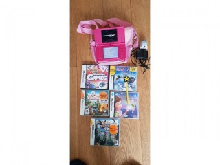 Nintendo 2 DS with pen, 5 games, charger and bag