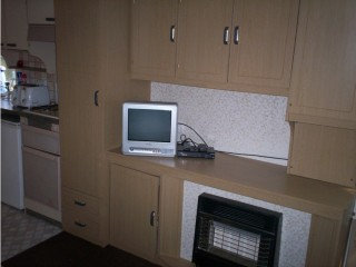 Accomodation to rent, 2 bedrooms,self contained, furnished, kitchen,bathroom ,lounge,smallgardenom