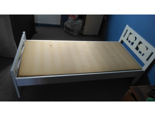 TODDLER BED GOOD & CLEAN CONDITION