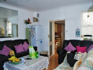 3 bed semi-detached house for sale Pears Road, Hounslow TW3 Just added Investment £515,000. Hounslow, London