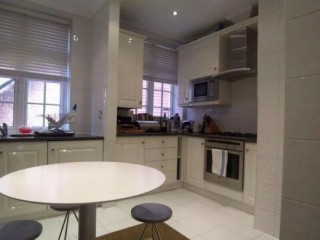 1 bedroom flat in Wadham Gardens, Primrose Hill, NW3