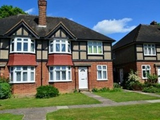 2 bedroom flat in Tregenna Close, Southgate North London, London