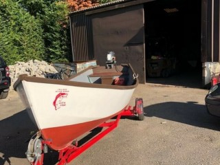 17 ft fishing and leisure boat with a trailer no engine. Heathrow, London