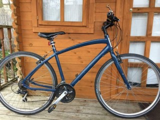 "Specialized Globe Vienna 2 hybrid bike. 19"" frame. 700 cc wheels. Fully Working"