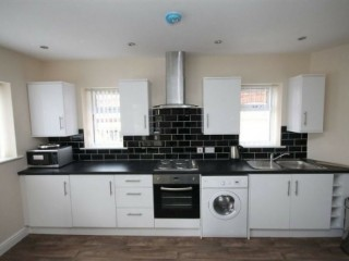 3 bed modern apartment, close to all amenities, transport to Uni, city, Stockport Rd A6,