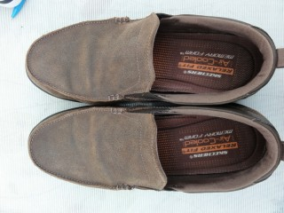 Skerchers Brown Suede Relaxfit Air cooled Memory Faom Slip on shoes 8.5 Excellent