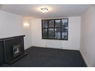 Modern second floor 1 bedroom flat in Seymour Court, Colney Hatch Lane, London N10