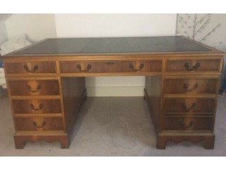 Charming Chesterfield Style Leather Top Writing Desk