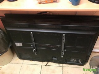 2 x 50 inch Samsung and LG Tvs  spares or repairs