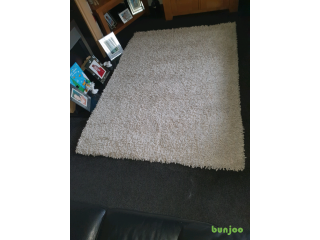 Thick pile rug Cream and light grey mix For Sale