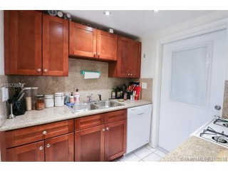 Miami Beach: 1/1 Best priced apartment (Jefferson Ave., 33139)